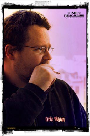 Carsten smoking